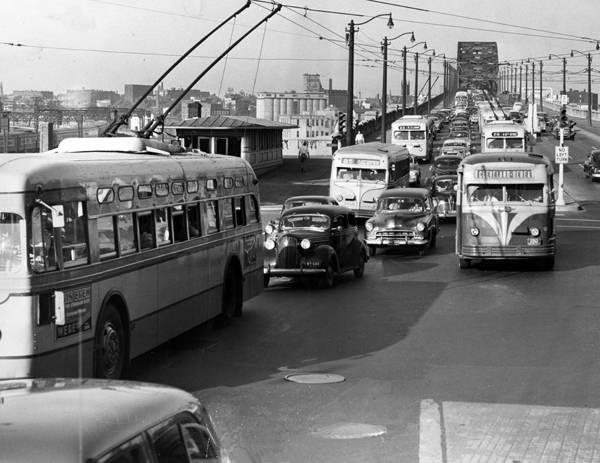 Different_bus_lines_on_the_Detroit_-_Superior_Bridge_in_1952_1.jpg